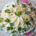 Багатошаровий салат з печінкою