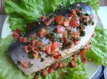 Риба запечена з помідорами