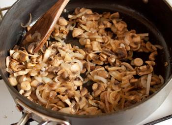 Деруни в горщику з грудинкою і грибами - 2