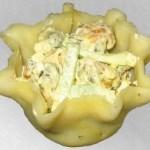 Салат з мідій в сирних тарталетках