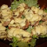 Курка з ананасами та грибами під сиром