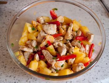 Салат з індички в ананасі 6