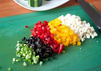 Стаканчики з огірка з овочевою начинкою 2