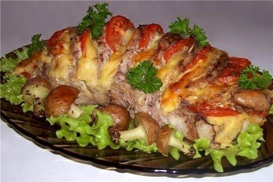 Свинина, запечена з картопляними грибочками