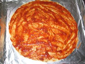 Піца з печерицями, помідорами та ковбасою 2