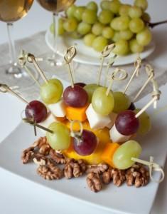Канапе з сиру і фруктів