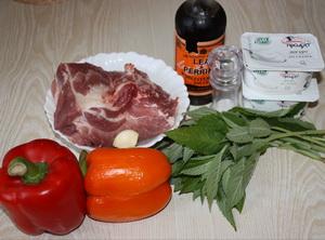 Інгредієнти для шашлика в м'ятно-йогуртовому маринаді