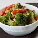 Теплий салат з перцю і броколі