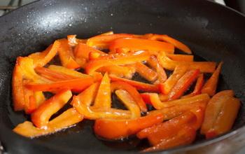 Теплий салат з перцю і брокколі 3