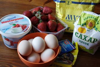 Інгредієнти для торта з полуницею