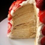 Полуничний торт з млинців