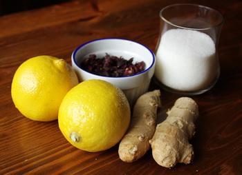 Інгредієнти для холодного червоного чаю з імбиром