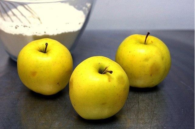 Яблучні оладки 2