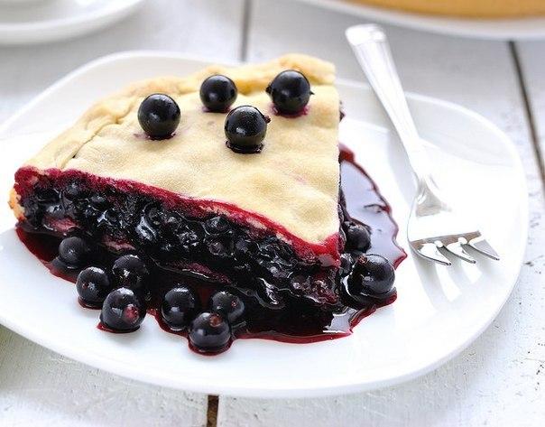 Пиріг з чорною смородиною