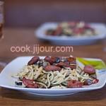 Спагеті з грибами і мисливськими ковбасками