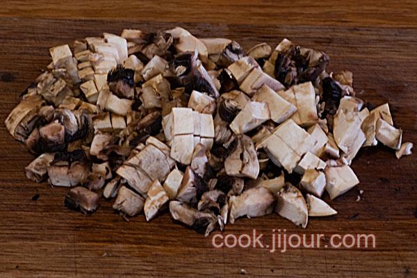 Спагеті з грибами і сосисками - фото 3