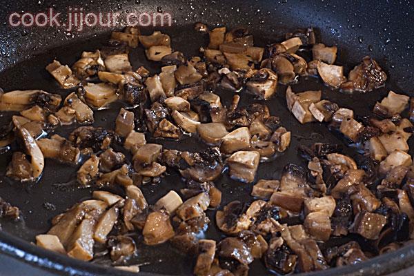 Спагеті з грибами і сосисками - фото 4