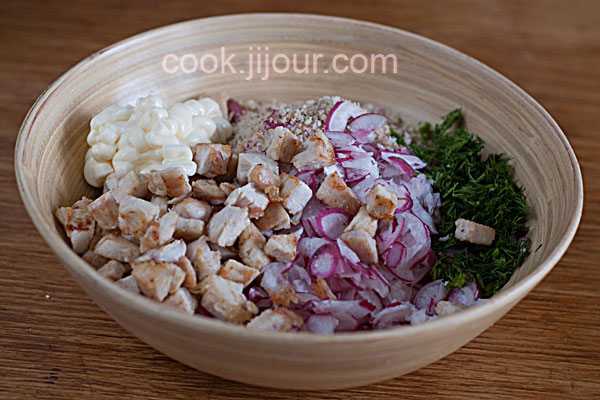 Салат з курки, редису та горіхів - фото 5