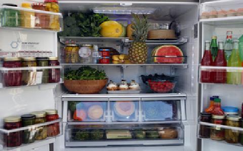 Які продукти не слід зберігати в холодильнику