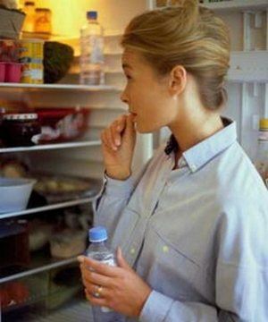Що не можна зберігати в холодильнику