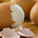 Як швидко і легко очистити яйця від шкаралупи